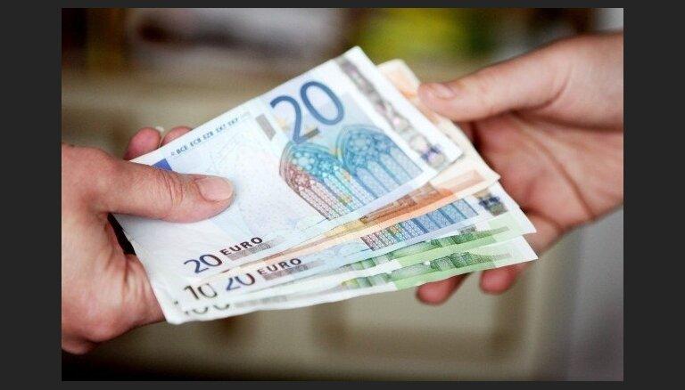 БЛ: после введения евро банковские расчеты станут дешевле и быстрее