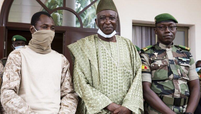 Par Mali pārejas valdības līderi izraudzīts bijušais aizsardzības ministrs