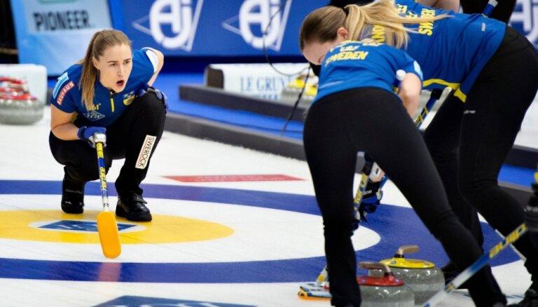 Latvijas kērlingistes cienīgi nospēlē pret olimpisko čempioni Zviedriju