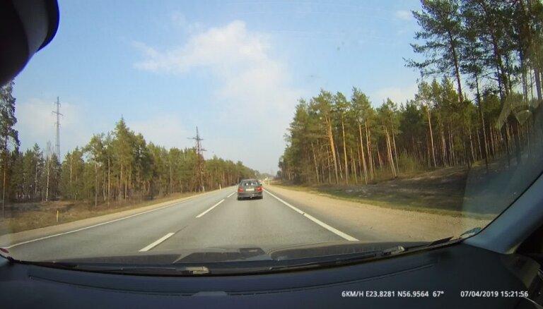 Video: Autoavārijā uz Ventspils šosejas viens cietušais