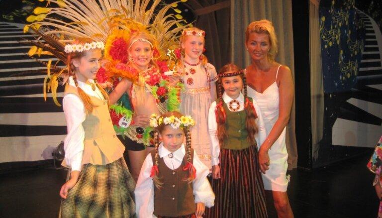 Turcijā kronē četras mazas latviešu meitenes