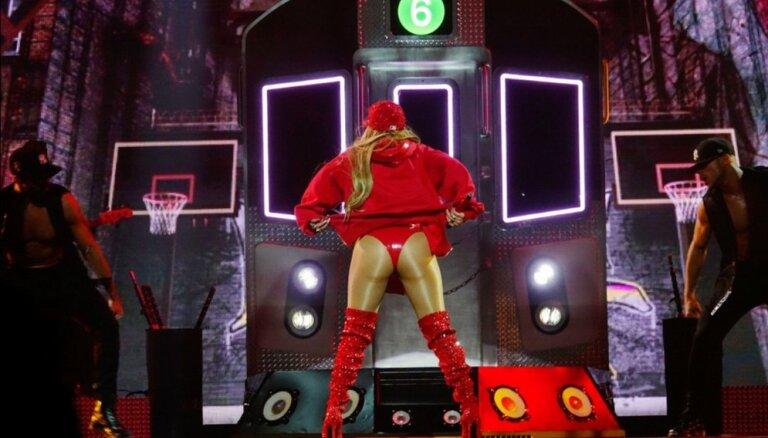 ФОТО, ВИДЕО: Джей Ло выступила в очень откровенном наряде из латекса