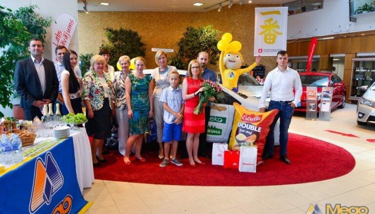 Auto teju par sviestmaizi - noskaidrota 'Mego' un 'Vesko' loterijas uzvarētāja