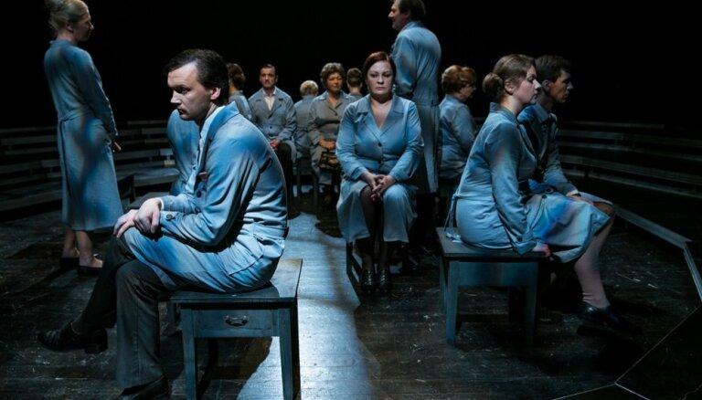 'Spēlmaņu naktī' godalgotā izrāde 'Smaržo sēnes' viesosies Rīgā