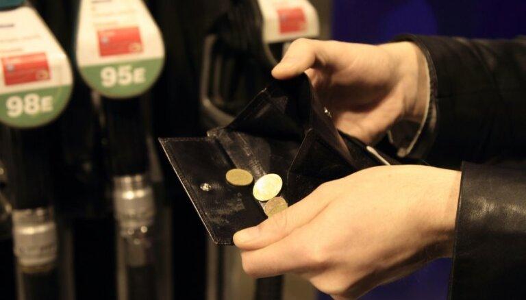 Латвийские автозаправки снизили цены на топливо