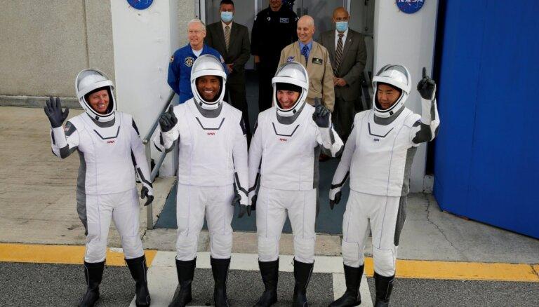 'SpaceX' kosmosa kuģis veiksmīgi startējis uz SKS