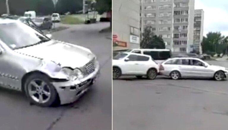 Вецмилгравис: компания на чужом авто совершила две аварии и сняла свои геройства на видео
