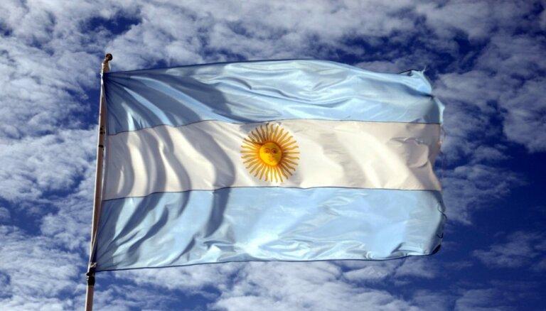 Курс аргентинской валюты рухнул, фондовый рынок обвалился