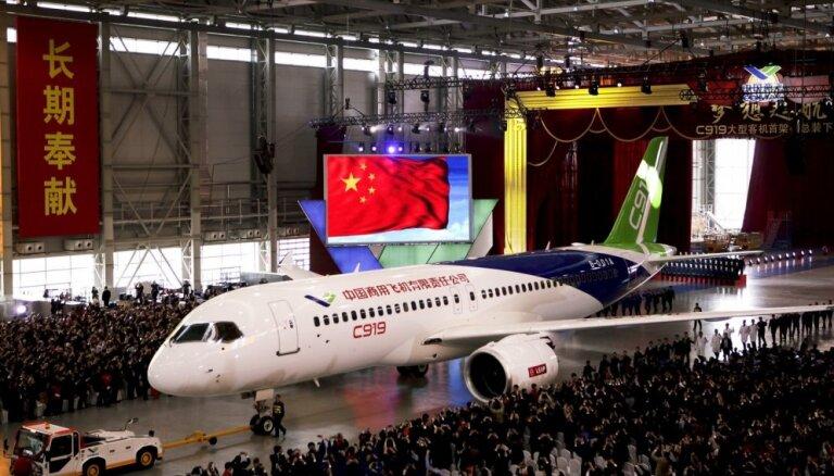 ФОТО: Китай показал собственный авиалайнер, призванный конкурировать с Boeing и Airbus