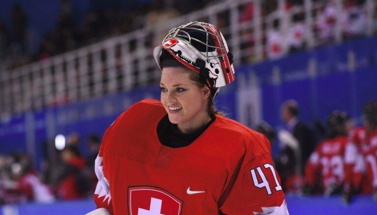 Šveicē pirmo reizi vīriešu hokeja komandā par ģenerālmenedžeri apstiprina sievieti