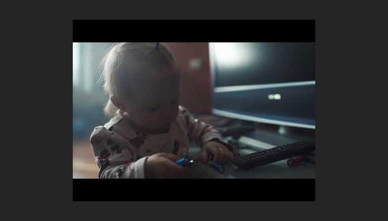 Video: Bērna zinātkārei bez pieaugušā klātbūtnes var būt traģiskas sekas