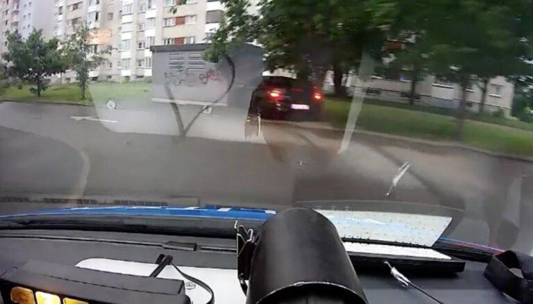 Policijas pakaļdzīšanās Narvā