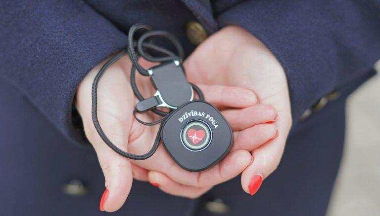 """Миссия: спасать и оберегать. Как работает латвийский проект """"Кнопка жизни"""""""