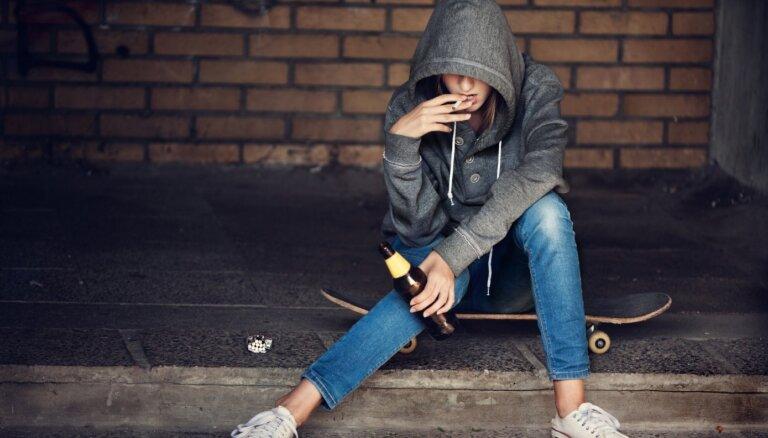 Vecāku pieņēmumi un realitāte. Kā runāt ar pusaudzi par alkohola lietošanas paradumiem