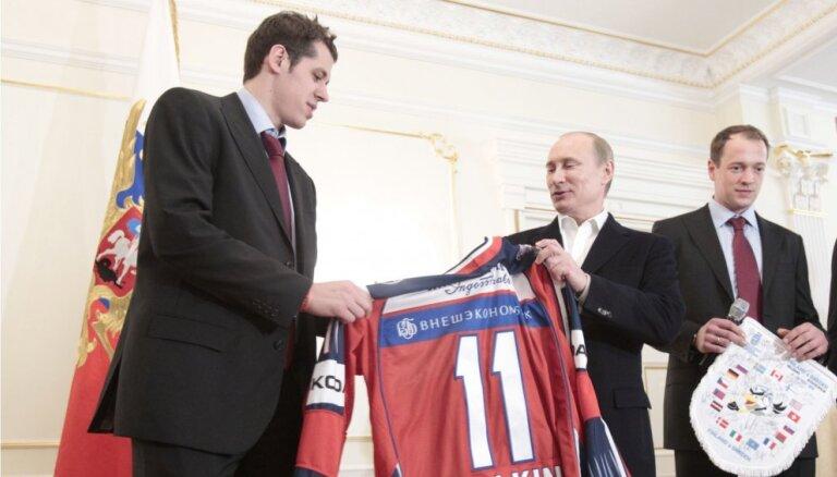 Krievijā sašutumu izraisa hokeja zvaigznes Malkina kļūšana par ASV pilsoni