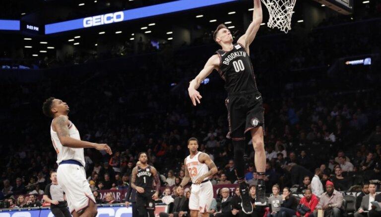 Kurucs ar astoņiem punktiem palīdz 'Nets' droši pieveikt 'Knicks'