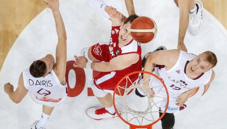 Latvijas basketbola izlase trenera Banki debijā atspēlējas un pagarinājumā zaudē Polijai