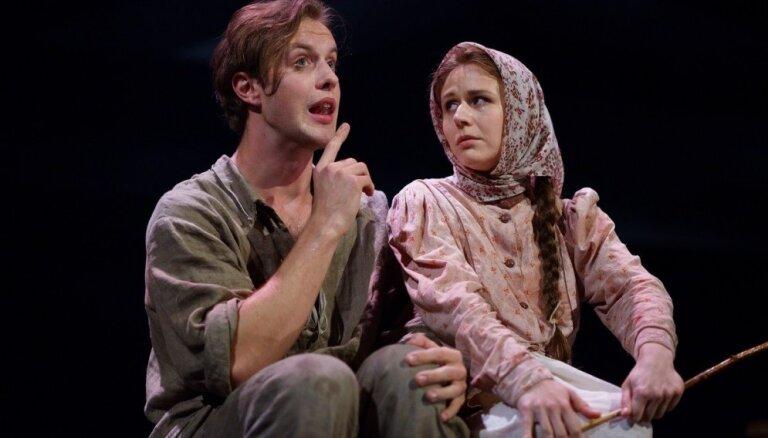 Foto: Franča Trasuna stāsts izrādē 'Klūgu mūks' Nacionālajā teātrī