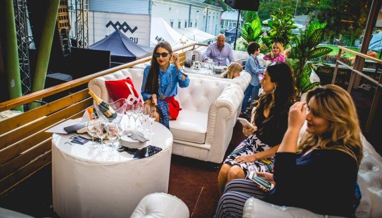 ФОТО: Балкон со столиками от 800 евро. Взгляд из VIP-ложи на фестивале Вайкуле