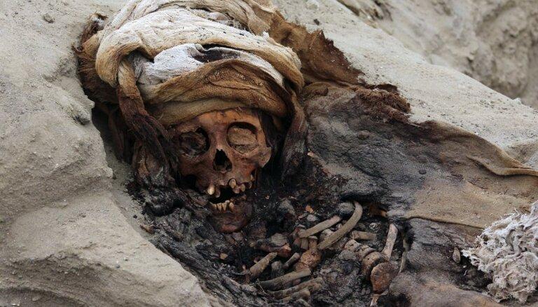 Peru atrasts vēsturē lielākais upurēto bērnu apbedījums
