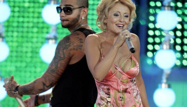 Звезды шоу-бизнеса, сделавшие себе силиконовую грудь