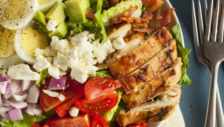 Под знаком курицы: 13 вкуснейших салатов из курятины
