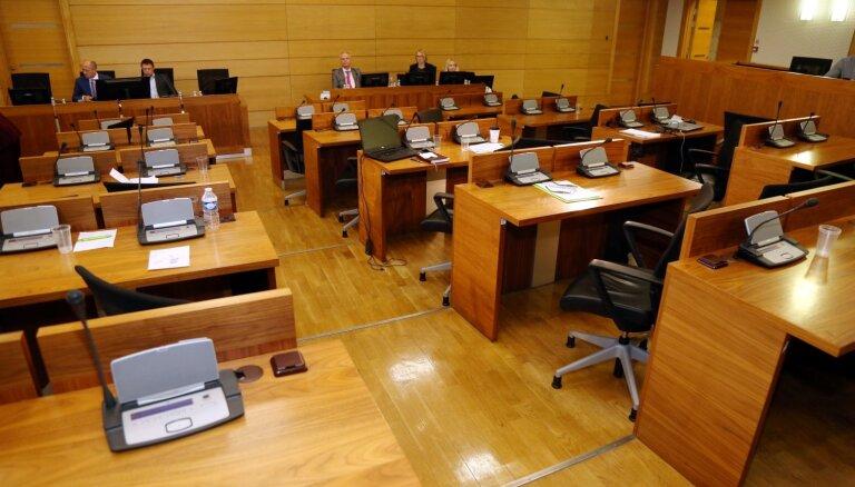 Оппозиционные партии Рижской думы поддерживают отстранение Баранника от должности