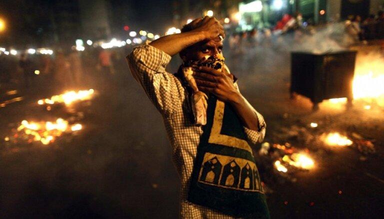 Mursi atbalstītāju un policijas sadursmēs Kairā vairāki nogalinātie