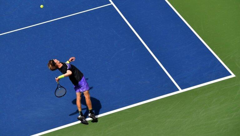 Cicipam un Bautistam-Agutam negaidīti zaudējumi 'US Open' pirmajā kārtā