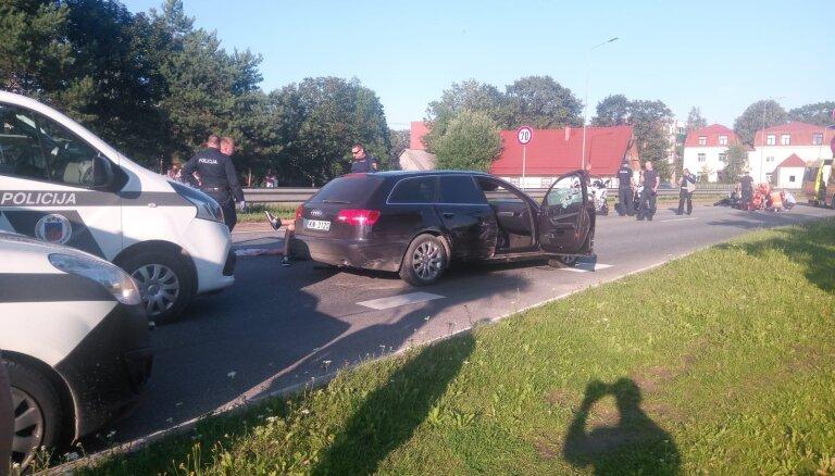 Video: Raidot šāvienus, policija pēc vērienīgas pakaļdzīšanās Ogrē aiztur bēgošu autovadītāju