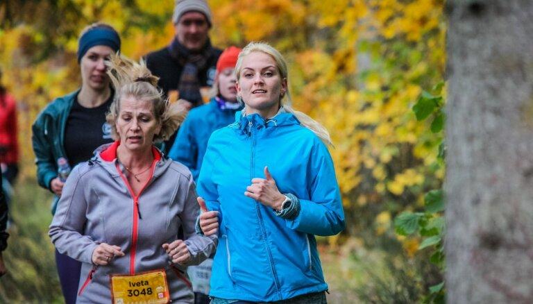 Foto: 'Stirnu buks' sezonu noslēdz Cēsu zelta rudenī
