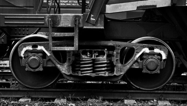 Pieķerties braucošam vilcienam nozīmē pieķerties ratiņkrēslam!