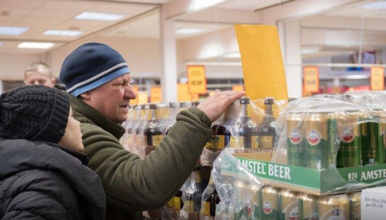 """Алкогольная """"нокиа"""". Как Латвия зарабатывает десятки миллионов евро на алкотуристах из Эстонии и Финляндии"""