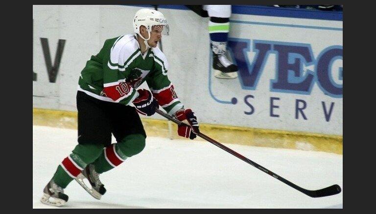 Latvijas hokeja izlasei pievienojas divi uzbrucēji; uz ledus devies arī Daugaviņš