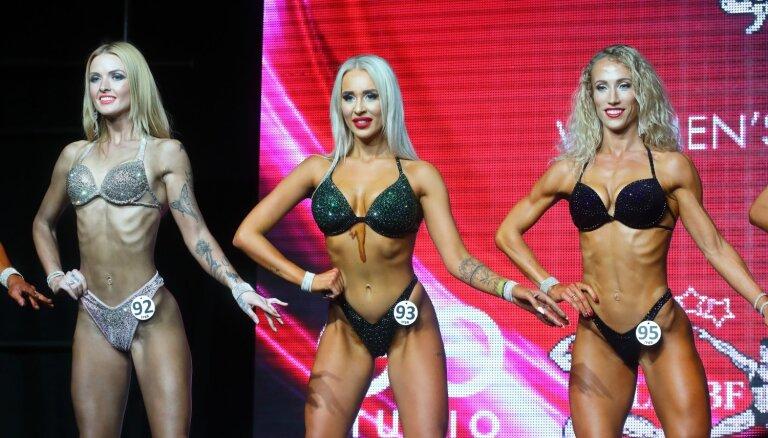 Foto: Rīgā krāšņi aizvadīts bikini skaistuļu konkurss