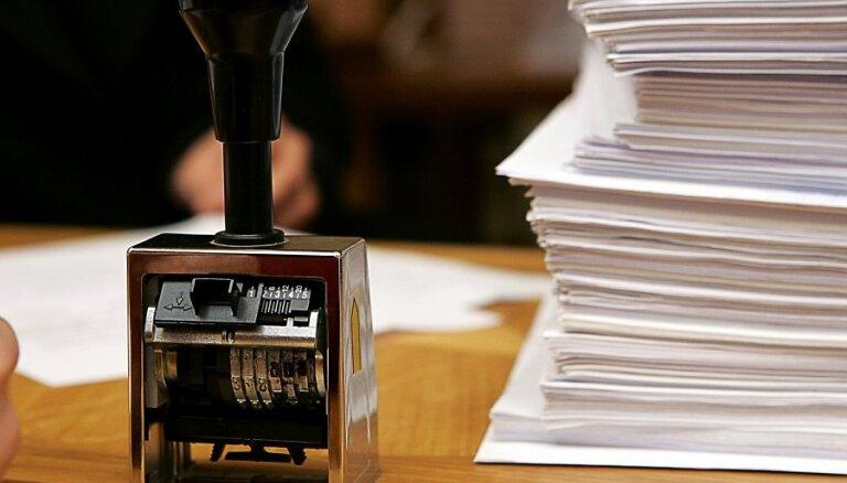 CVK saņem 4100 lapas ar parakstiem nepilsoņu referendumam