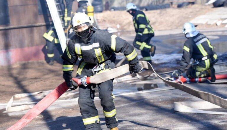 В Юрмале утром горел мусор на площади около 2000 квадратных метров