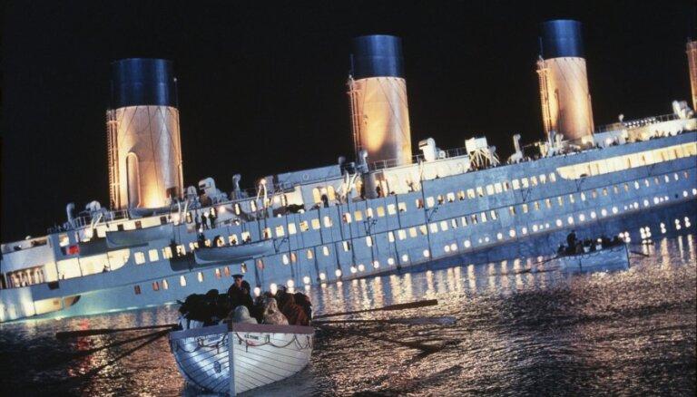 Pasaules lielākajā izstādē par 'Titāniku' Rīgā ikviens varēšot nofotografēties ikoniskajā kuģa priekšgalā