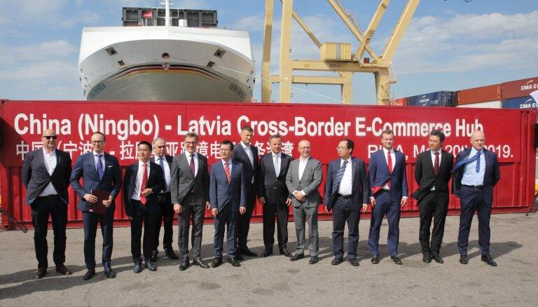 Foto: Ķīnas uzņēmēji sāk izvērsties Rīgas ostā