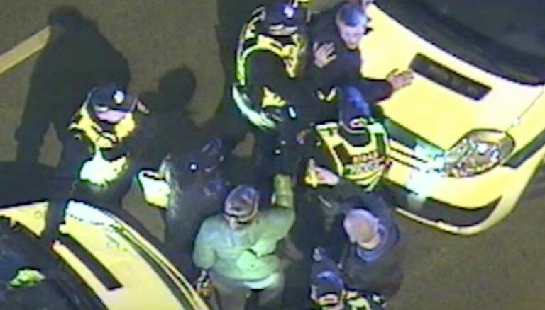 Rīgā policija aiztur četrus huligānus