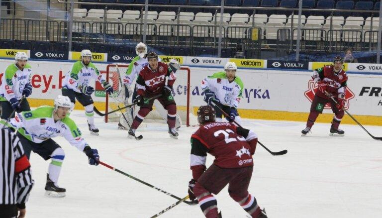 Foto: Latvijas hokejisti pārbaudes mačā pieveic Slovēniju