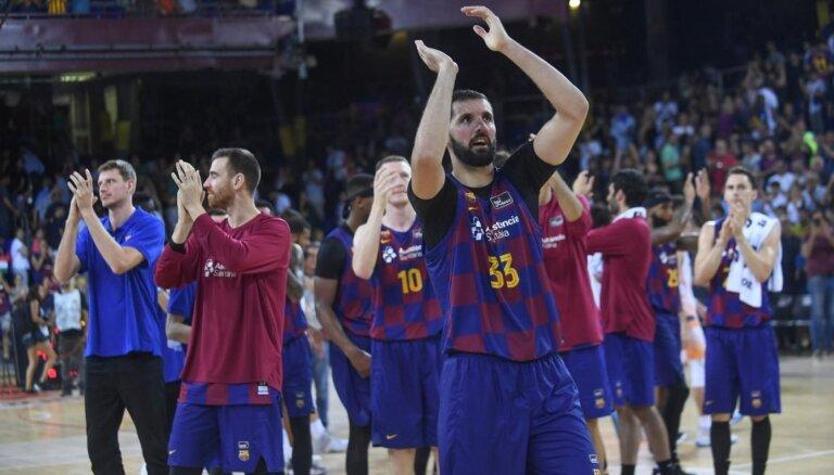 Šmits nepilnās piecās minūtēs gūst astoņus punktus; 'Barcelona' turpina bez zaudējumiem
