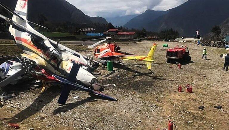 Lidmašīnas avārijā Nepālā gājuši bojā trīs cilvēki