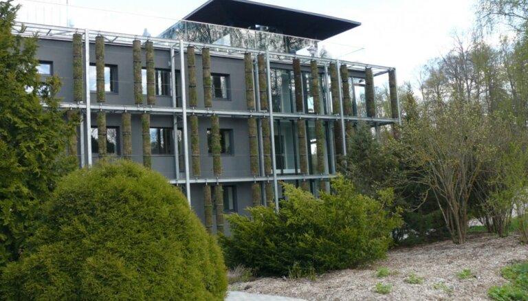 Māja kā augs – neparasti apzaļumota ēka Lietuvā