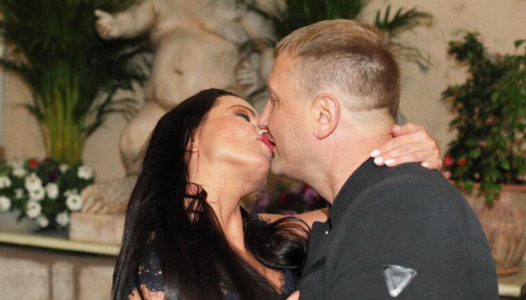 Romantiski kadri: Evija Skulte un viņas mīļotais Aimurs