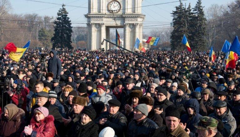 Moldovas galvaspilsētā trešo dienu turpinās protesti pret jauno valdību