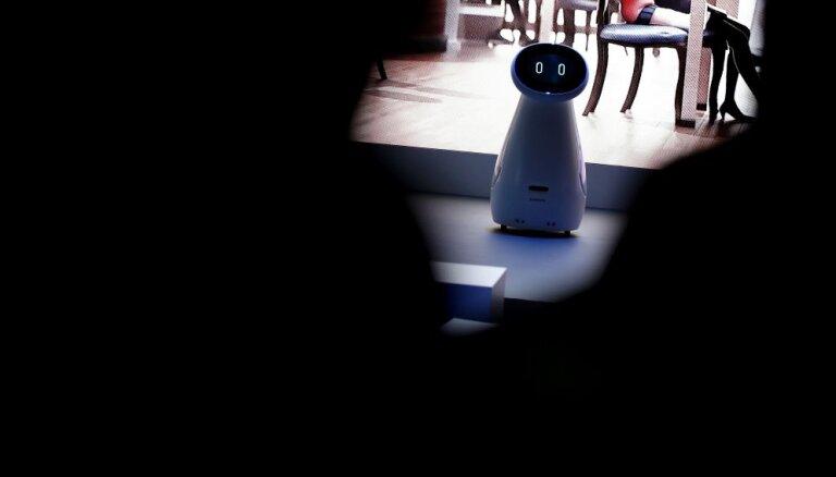 Страховщик уволит литовцев: их заменят роботы и сотрудники из Швеции