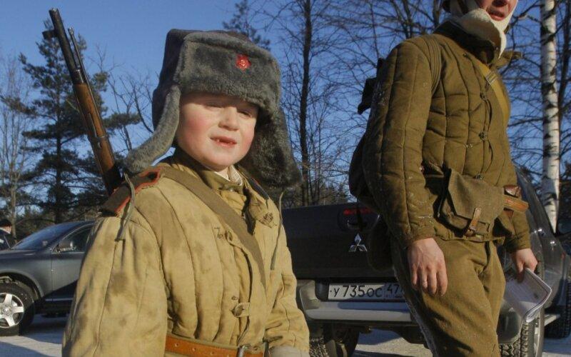 http://g3.delphi.lv/images/pix/800x500/w7_j9EOKQnE/soviet-army-uniform-vatnik-47810843.jpg
