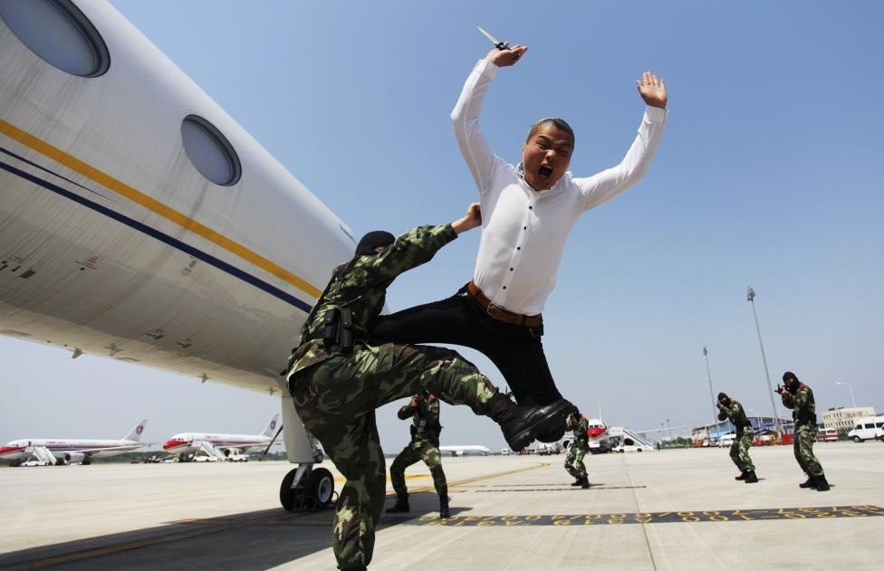 """30 ФОТО злых китайских """"земессаргов"""", доказывающих — Китай никогда не победить"""
