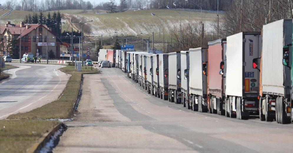 04.04.2020 13:14 На границе Литвы с Латвией вновь километровые очереди грузовиков